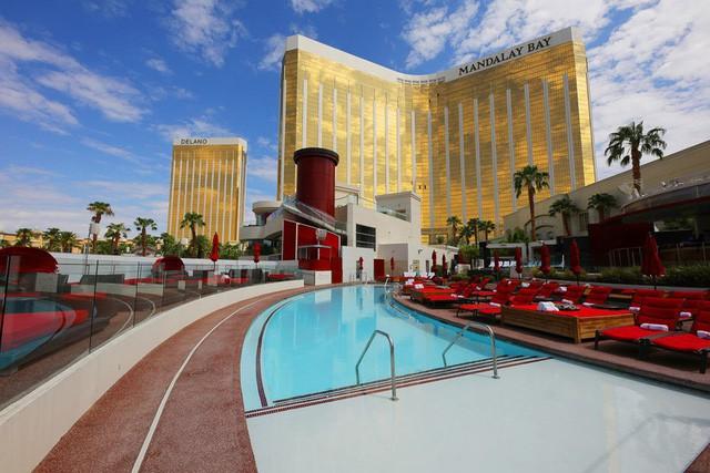 """Du khách """"té ngửa"""" trước hình ảnh khách sạn một trời một vực so với quảng cáo - Ảnh 11."""