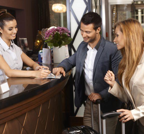 Xử lý tình huống về giấy tờ lưu trú nam nữ khách sạn