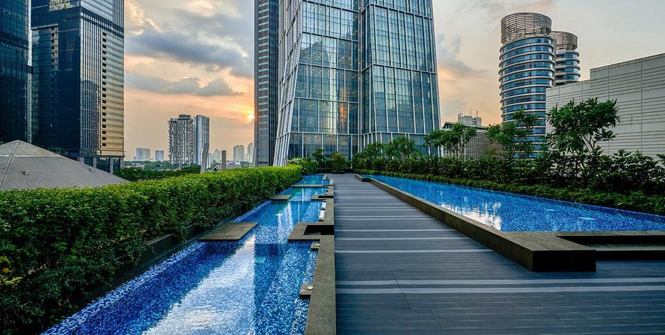 9. Alila SCBD Jakarta, Indonesia: Alila SCBD là một khách sạn mới đẳng cấp nằm ở khu trung tâm khu tài chính của Jakarta, nơi có nhiều lựa chọn mua sắm, ăn uống và giải trí. Khách sạn có 227 phòng với nội thất hiện đại, với những nhà hàng sang trọng của các thương hiệu nổi tiếng, trong đó có cả các quán bar và hộp đêm sôi động.