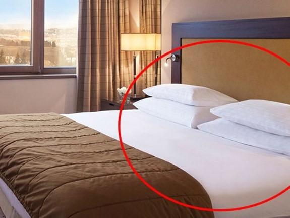 Phạt nặng khách sạn không thay khăn, bọc đệm, chăn gối khi có khách mới