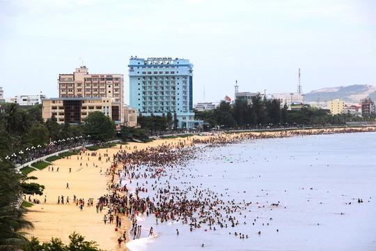 Chủ khách sạn bên bờ biển Quy Nhơn nói gì khi bị đề nghị dời trước hạn? - Ảnh 2.