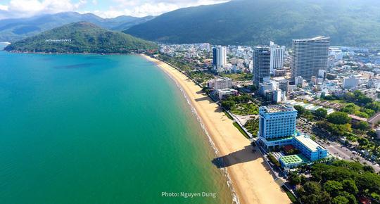 Bình Định sẽ chi hàng trăm tỉ đồng để di dời khách sạn bên bờ biển - Ảnh 1.