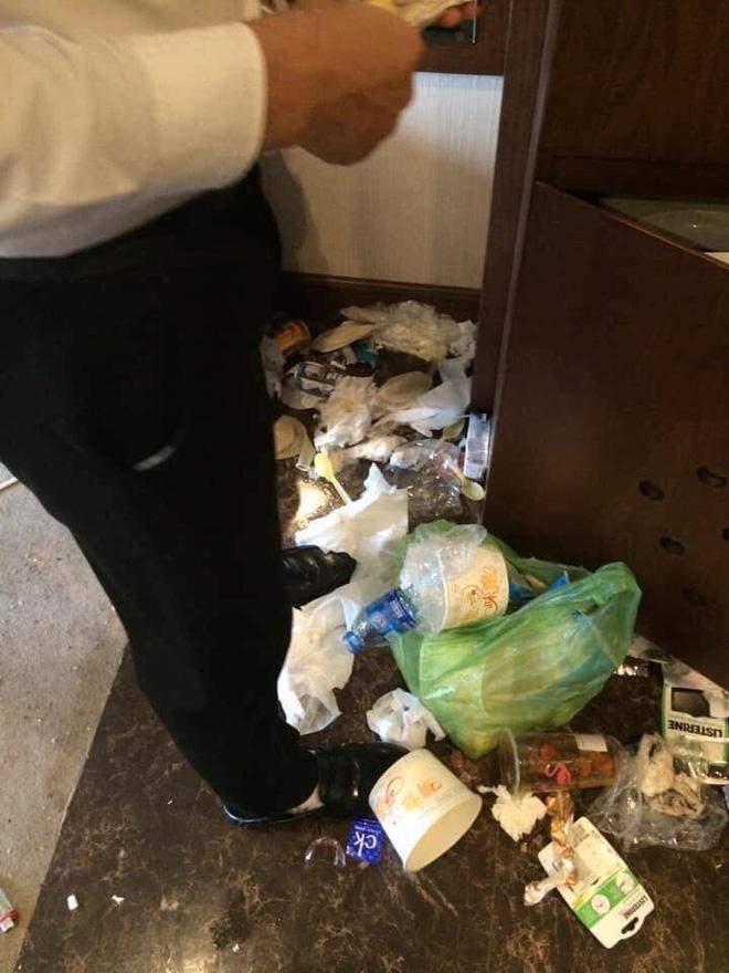 Khách rời đi, nhân viên dọn phòng choáng váng chứng kiến bãi rác trong khách sạn  - Ảnh 1.