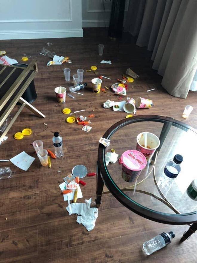 Khách rời đi, nhân viên dọn phòng choáng váng chứng kiến bãi rác trong khách sạn  - Ảnh 2.
