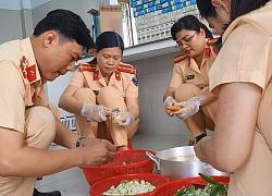 csgt-phu-yen-phat-chao-tang-sua-cho-benh-nhan-ngheo-o-benh-vien-san-nhi-3cd-250x180