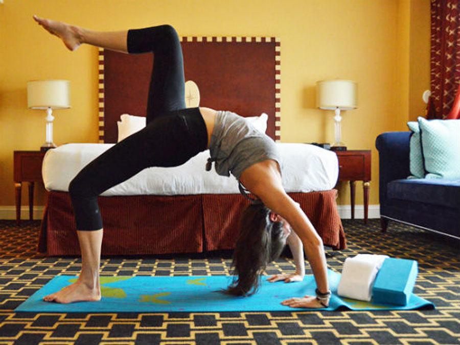 Du khách khách sạn được dùng miễn phí thảm Yoga.