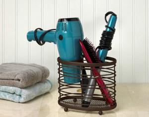 Khách được sử dụng bộ dụng cụ làm tóc cơ bản tại khách sạn.