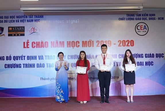 0317_trao_gia_hoi_thi_tai_nang_du_lich_2019_cho_sinh_vien