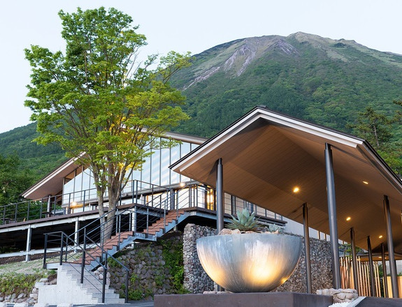 Khách sạn ở Nhật Bản trông trẻ miễn phí khi trường học đóng cửa