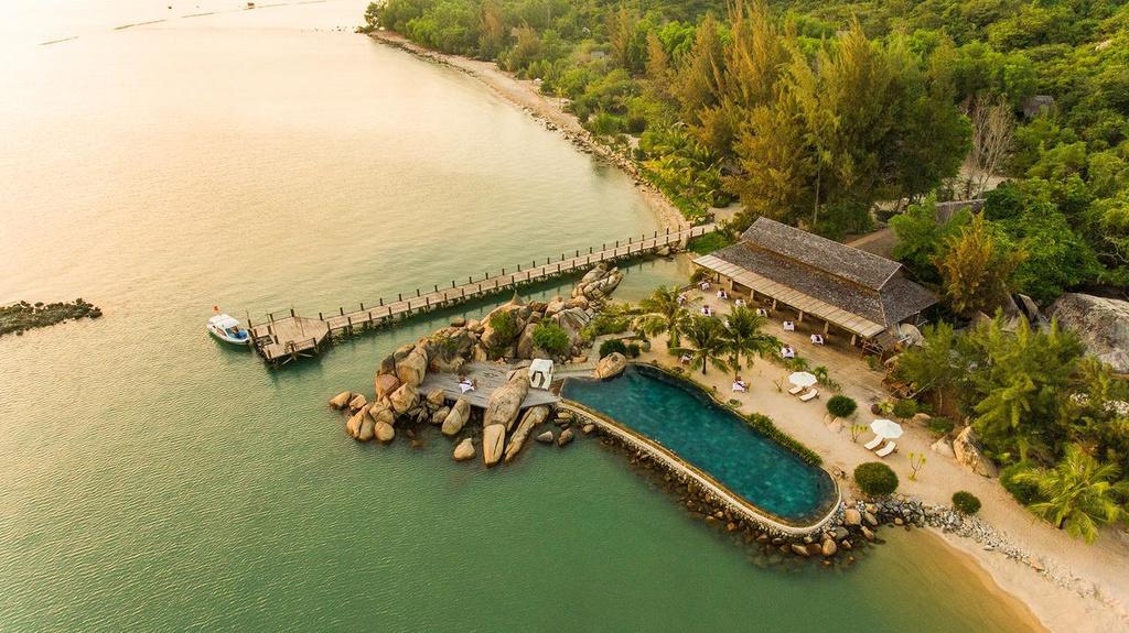 5 resort hang sang cho chuyen tranh nong tren bien Nha Trang hinh anh 6 2._Booking.jpg