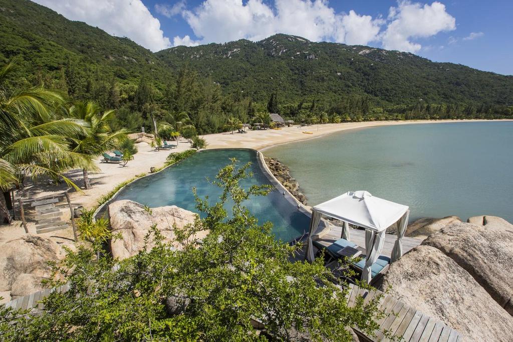 5 resort hang sang cho chuyen tranh nong tren bien Nha Trang hinh anh 5 2.jpg