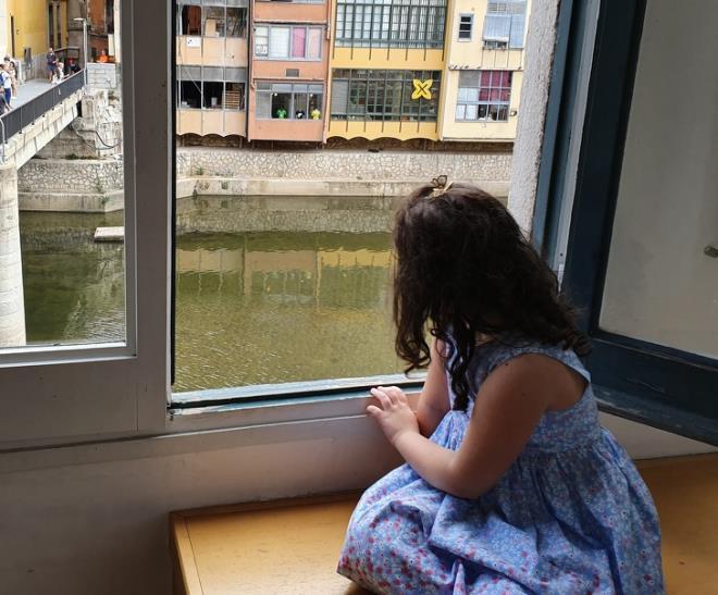 Khóa cửa ban công khách sạn đảm bảo an toàn trẻ em