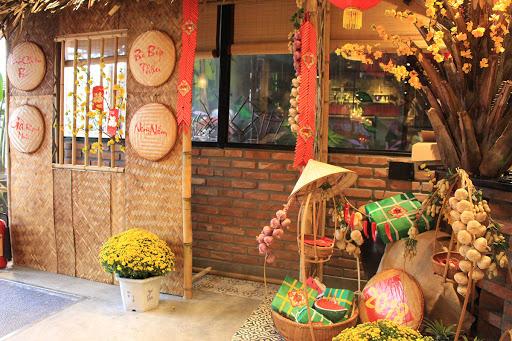 Hoa cúc vàng rực rỡ cho khu vực sảnh khách sạn thêm vui tươi