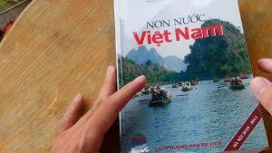 Sách hướng dẫn du lịch trong khách sạn