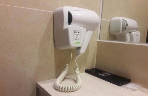 Máy sấy tóc được trang bị trong khách sạn