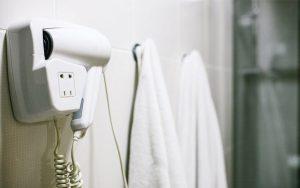 Khăn tắm và các dụng cụ trong khách sạn
