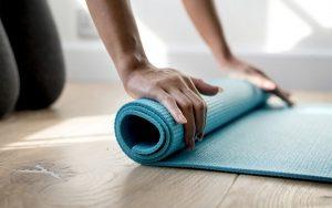 Thảm tập yoga trong khách sạn