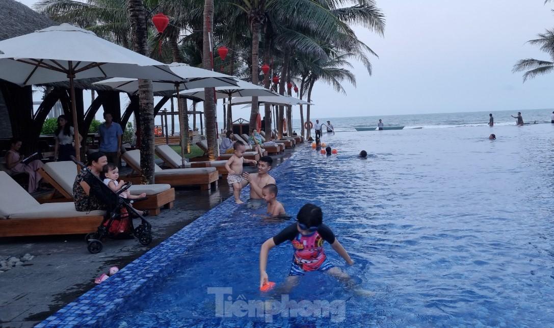 Khách sạn ven biển Đà Nẵng đã kín phòng hơn 75% dịp Lễ 30/4 - 01/5 ảnh 1