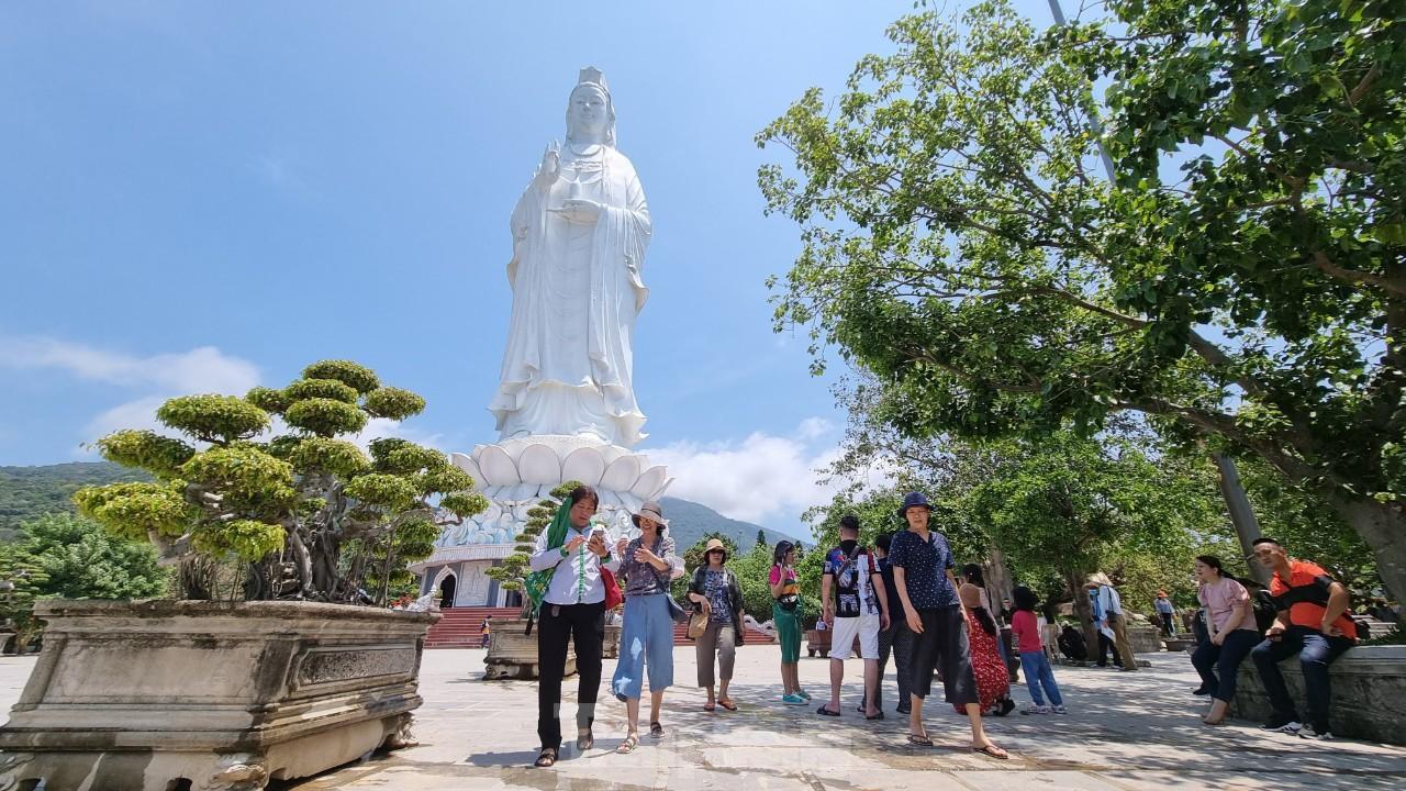Khách sạn ven biển Đà Nẵng đã kín phòng hơn 75% dịp Lễ 30/4 - 01/5 ảnh 2