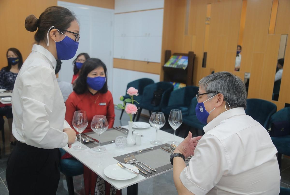 Thực hành nghiệp vụ khách sạn gắn với quy trình 5K và biện pháp phòng, chống dịch bệnh. Nguồn: Trường Đại học Mở Hà Nội