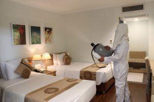 Khách sạn tiến hành phun khử khuẩn theo đúng quy trình đảm bảo an toàn phòng dịch
